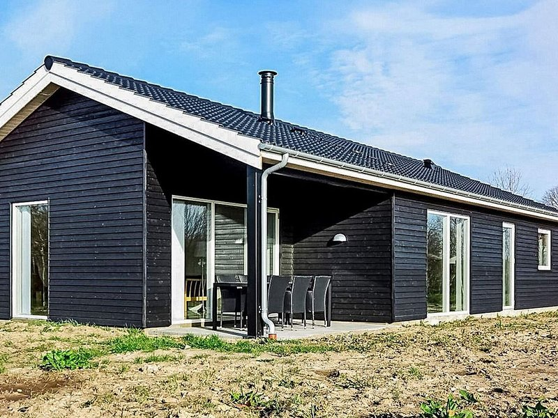 Serene Holiday Home in Føllenslev with Terrace, casa vacanza a Odsherred Municipality