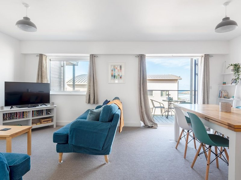 This apartment is a 3 bedroom(s), 2 bathrooms, located in Newquay, Cornwall., holiday rental in Newquay