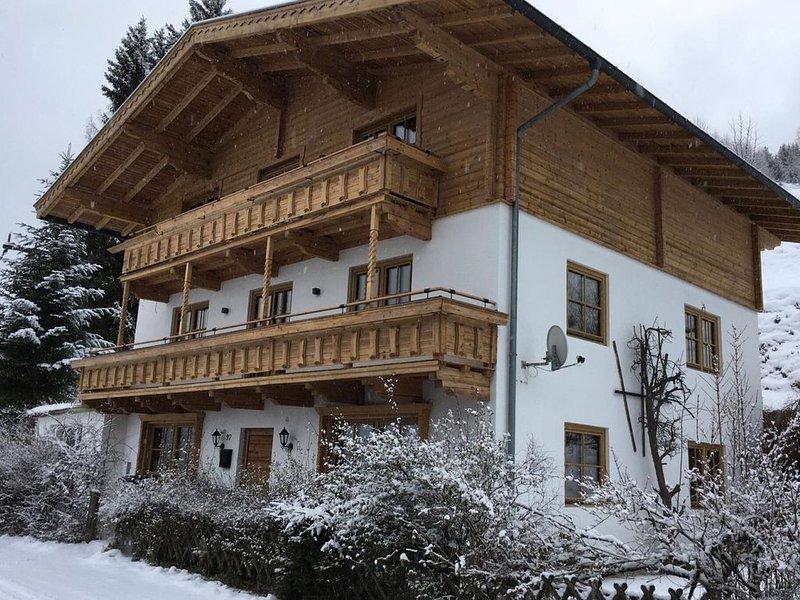 Städtisches Ferienhaus in Hollersbach im Pinzgau mit Garten, location de vacances à Hollersbach im Pinzgau