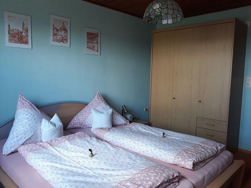 50qm große Ferienwohnung mit ebenerdiger Dusche und zwei Schlafzimmer, alquiler de vacaciones en Rottenbach