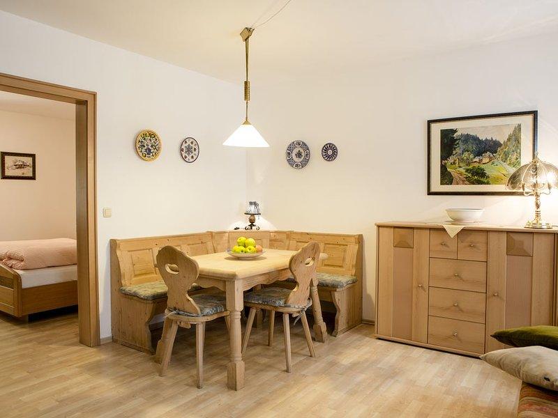 Ferienwohnung mit Wohn- und Küchenbereich, vacation rental in Oberkotzau