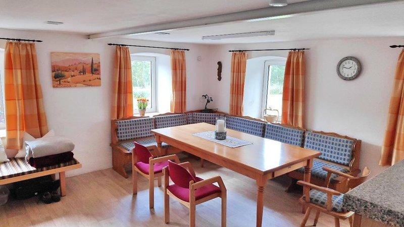 Ferienhaus (120qm) in idyllischer Lage mit Garten für 8 Pers., vacation rental in Bogen