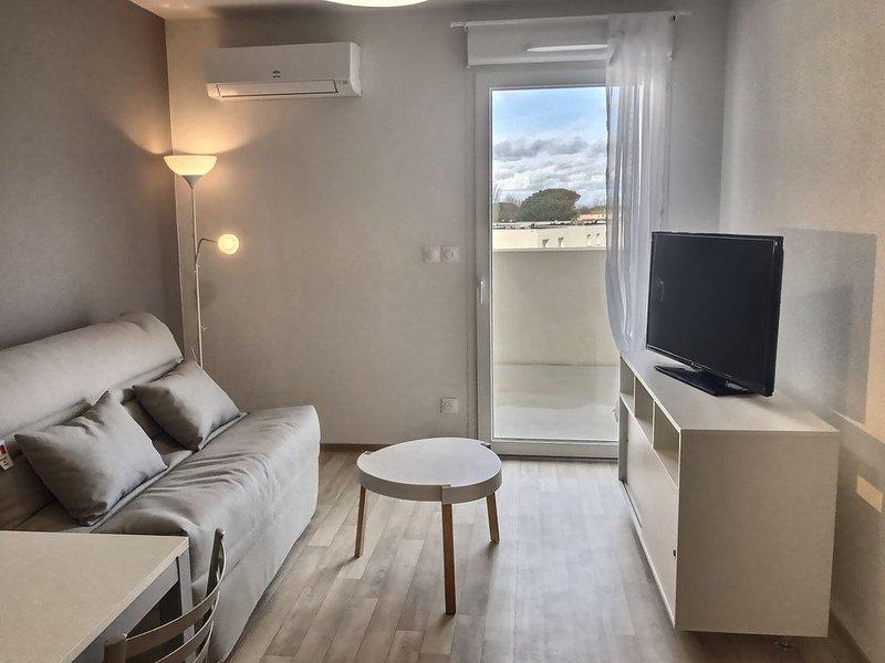 Confortable appartement T2 pour 4 personnes + 1 bébé. B301, holiday rental in Serignan