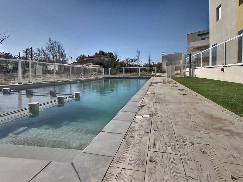 Dans une résidence récente beau studio pour 2 personnes B107, holiday rental in Serignan