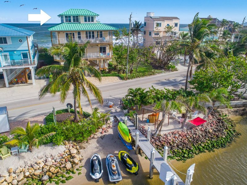 Stunning Beach House ON Beach +Dock/hot tub/pools!  << $100/nt * bdrm  DISCOUNTS, holiday rental in Port Salerno