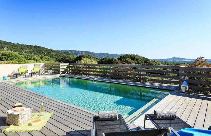 Villa avec piscine privative sécurisée au coeur du maquis, vacation rental in Figari