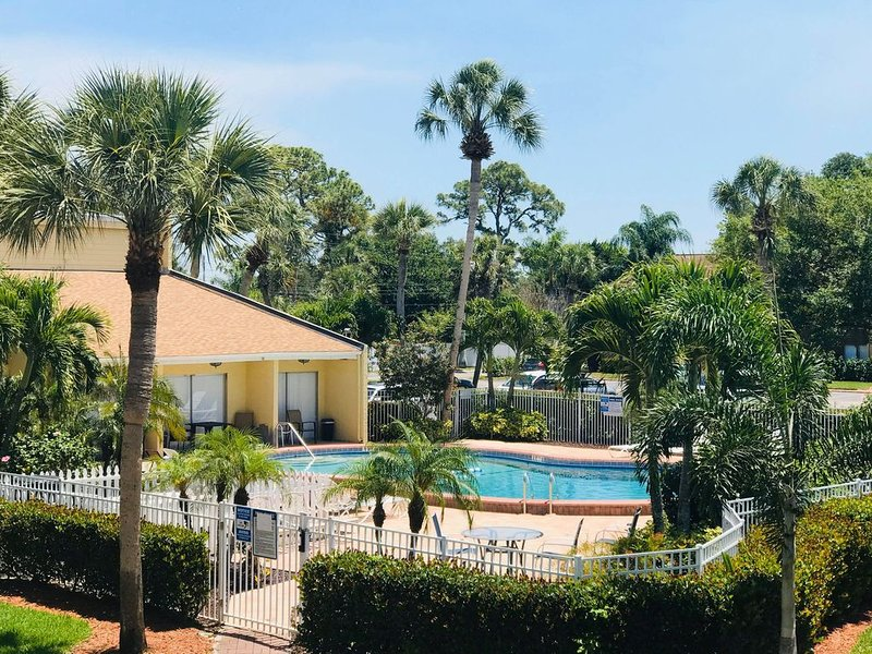 5 Minute drive to Siesta Beach!!!,VERY COMFORTABLE PLACE, vacation rental in Gulf Gate Branch