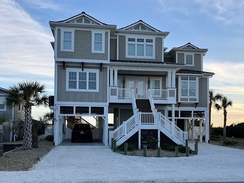 AMAZING OCEAN  FRONT RETREAT!  1st TIME Rental!, alquiler de vacaciones en Holden Beach