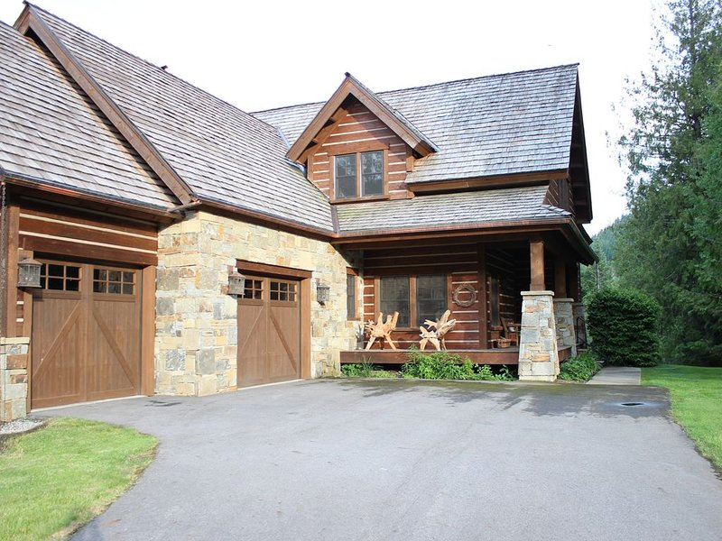 New Listing: Five Bedroom Vacation Home in Northern Idaho, holiday rental in Hope