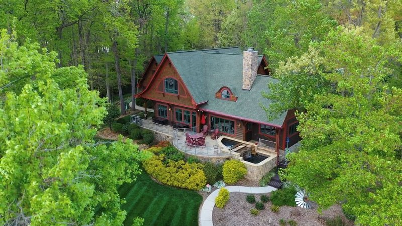 One of the most incredible lots on Lake Norman with views for miles, vacation rental in Mooresville