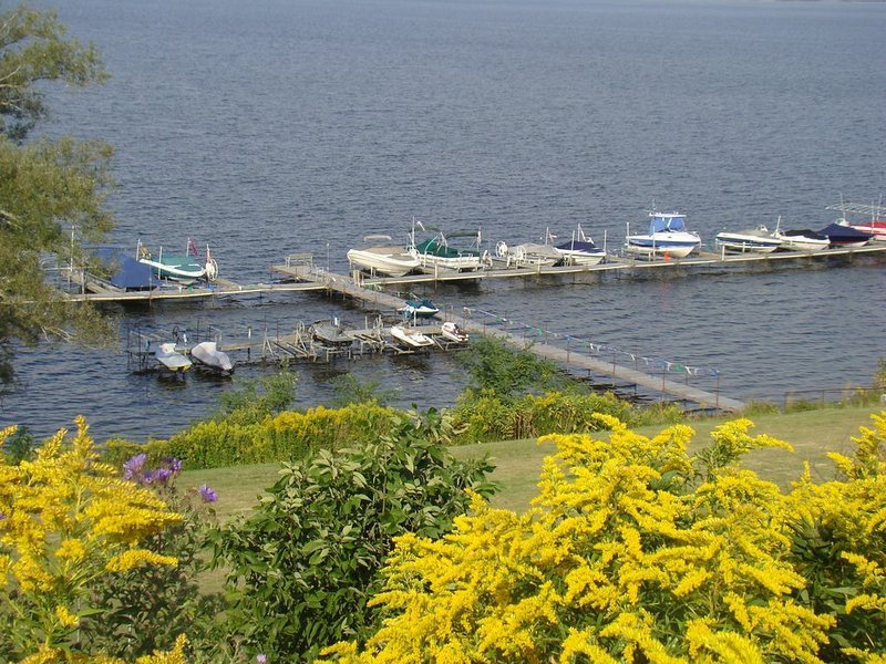 Chautauqua Lakefront Condo with breathtaking views &  balcony *Holiday special, holiday rental in Cassadaga
