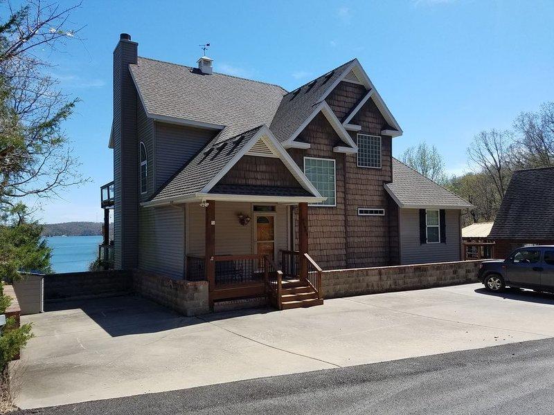 Camp Robert-Lakefront-7 BDMS-Sleeps 17-Big Lake View-Very Nice Home-Pool, vacation rental in Garfield
