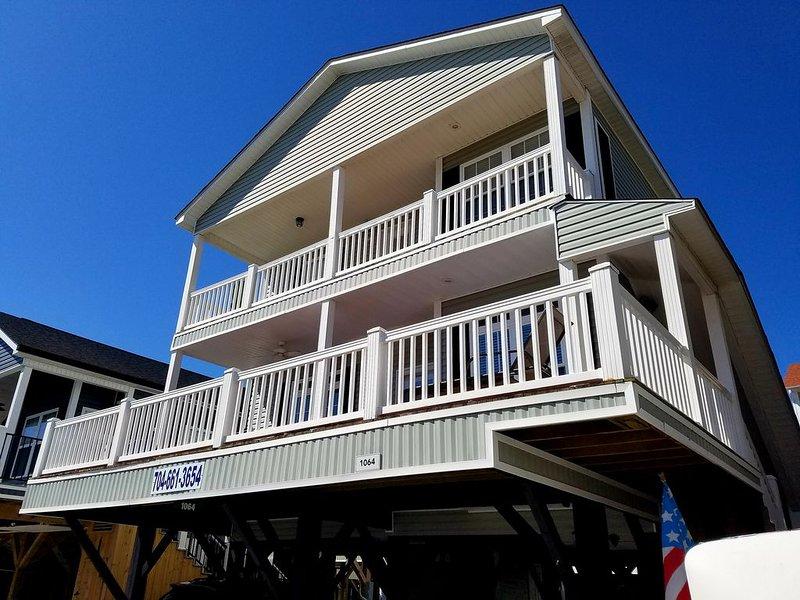1064 5 BEDROOM 50 YARDS TO BEACH!  FANTASTIC OCEAN VIEWS!, holiday rental in Myrtle Beach