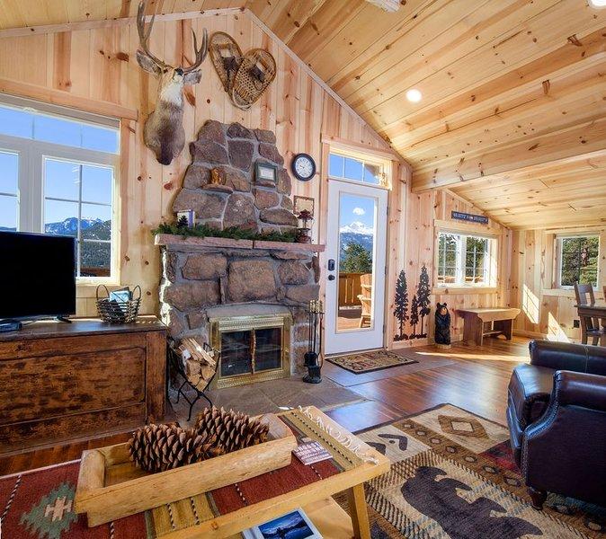 NEW Listing!!  Vintage Estes Cabin with Big Views & near RNMP entrance, vacation rental in Estes Park