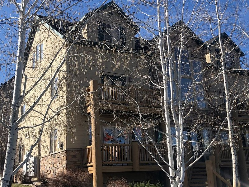 4.5 Miles to Powder Mountain, 8 to Snowbasin!!  Rustic Feel with Modern Comfort!, casa vacanza a Eden