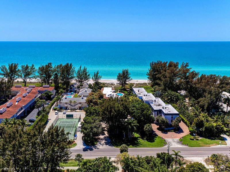 Sea Grape Inn #6-Beautiful! BEACHVIEW, steps from ocean., vacation rental in Longboat Key