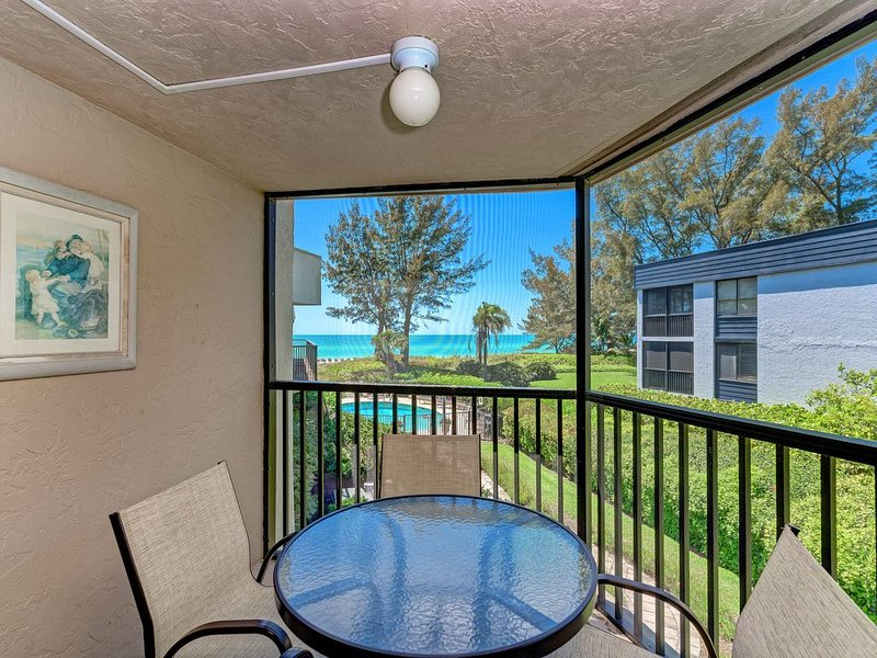 Sea Grape Inn #5-Beautiful BEACHVIEW property, steps from ocean., holiday rental in Longboat Key