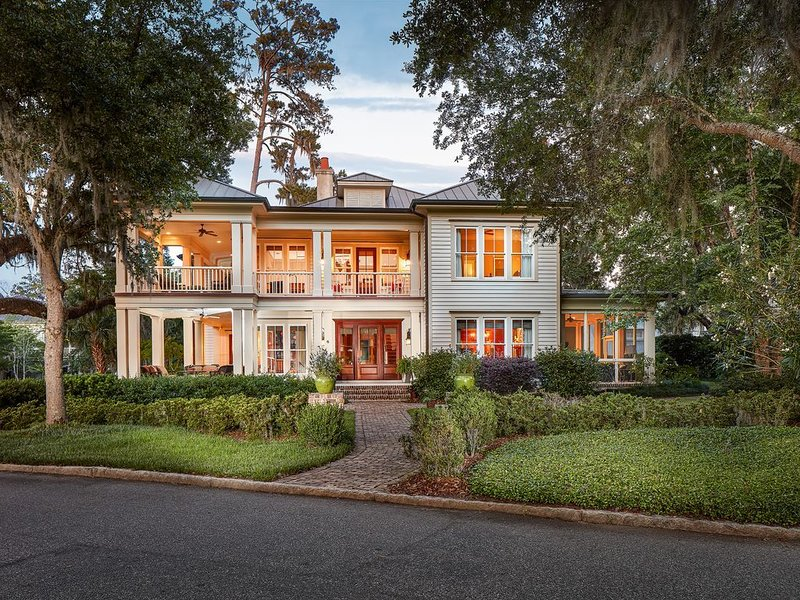 Amazing Spring Getaway in Palmetto Bluff - INCLUDES PEDEGO ELECTRIC BIKES and GO, holiday rental in Hardeeville