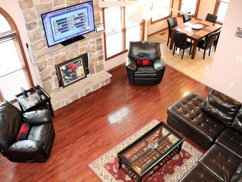Gorgeous 5 BR Poconos Home, Hot Tub, Pool, Game Room, Fire Pit, Cable, WiFi! – semesterbostad i Albrightsville