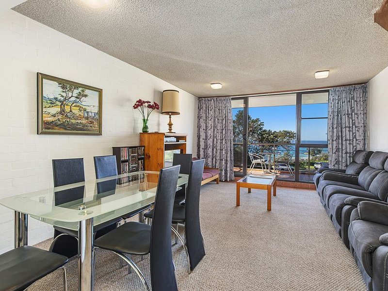 Walk across to the beach, vacation rental in Port Macquarie