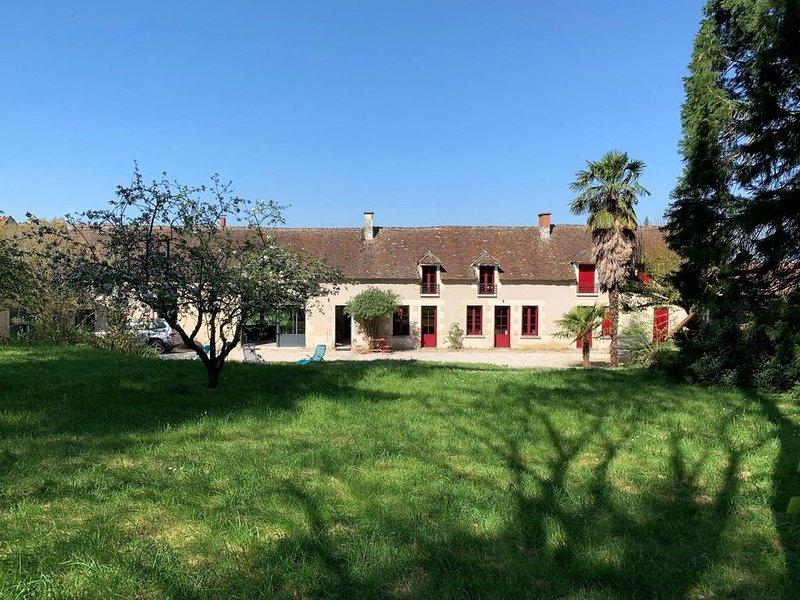Maison ancienne rénovée de 300m2, toute en transparence, ouverte sur l'extérieur – semesterbostad i Les Ormes