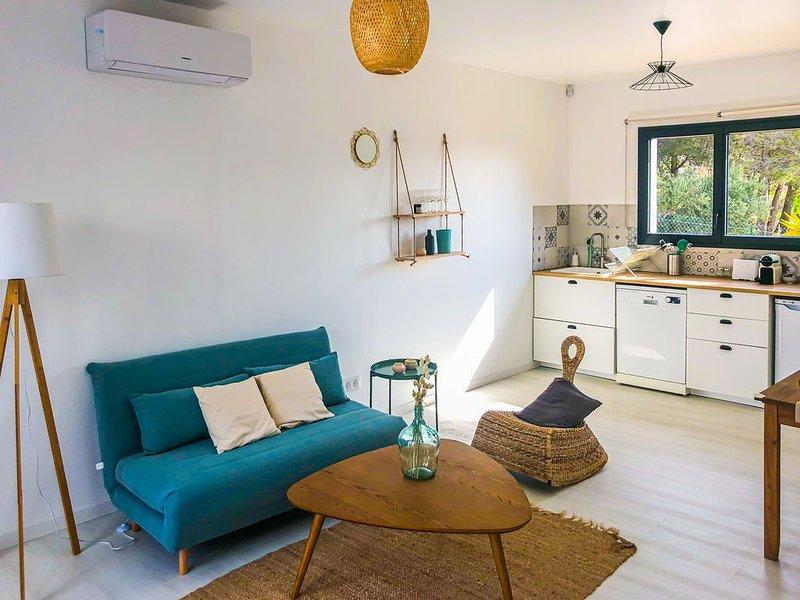 Appartement vue colline, piscine, vacation rental in Cuges-les-Pins
