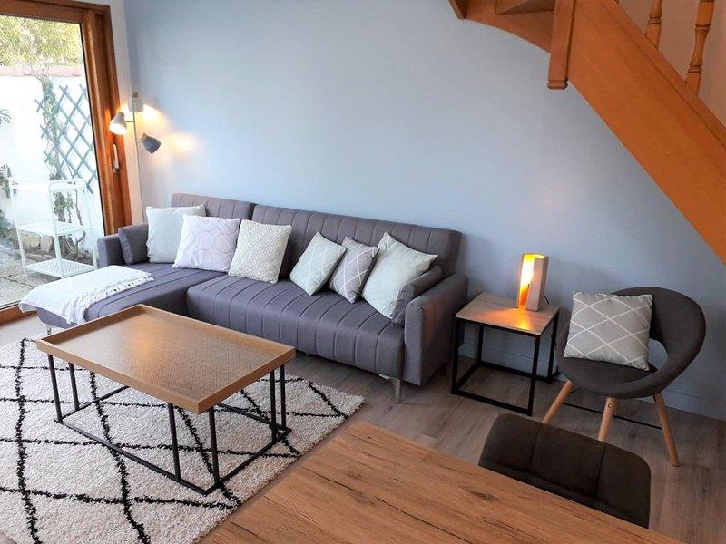 Maison 3 étoiles - 2 min à pieds des plages - TOUT INCLUS, holiday rental in Loix
