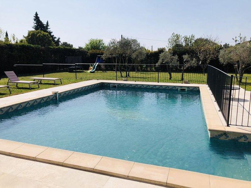 Arles : Villa au calme avec piscine sécurisée, holiday rental in Raphele-les-Arles