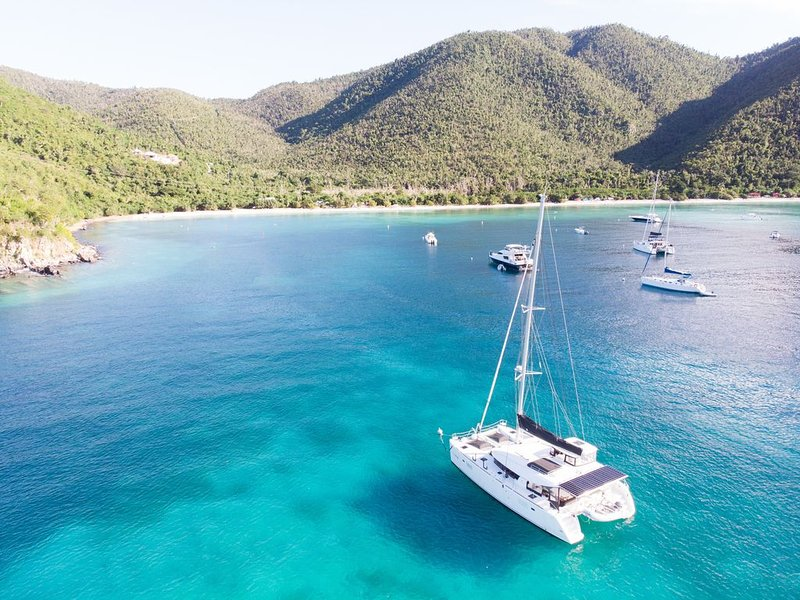 Island Hopping, All-Inclusive Vacation aboard Luxury Catamaran, Personal Chef, aluguéis de temporada em Benner