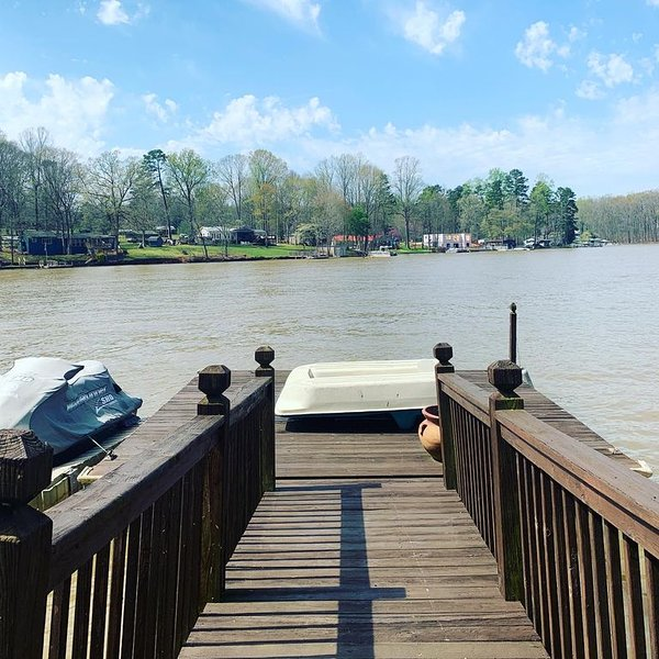 Pier Pleasure High Rock Lake House 2 bedrooms Private pier & fire pit, vacation rental in Gold Hill