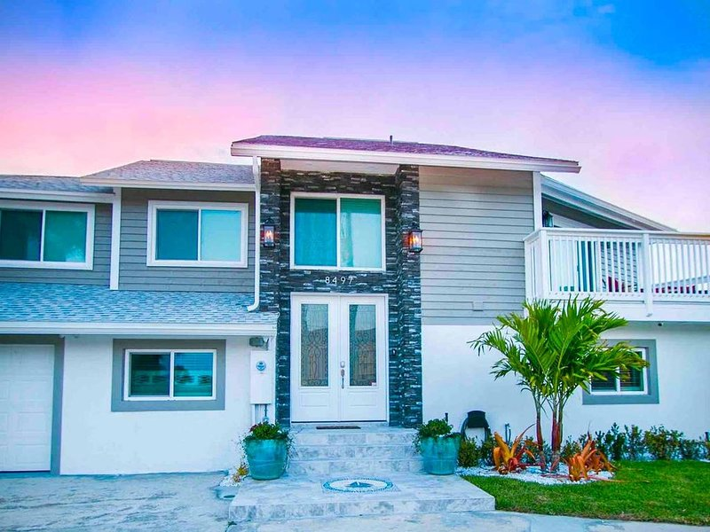 Artsy Multifam Oceanview Designer Home * Beach, holiday rental in Cape Canaveral