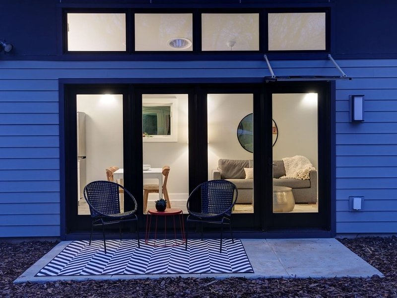 Brand new, custom built tiny house in Fry's Spring, location de vacances à Charlottesville