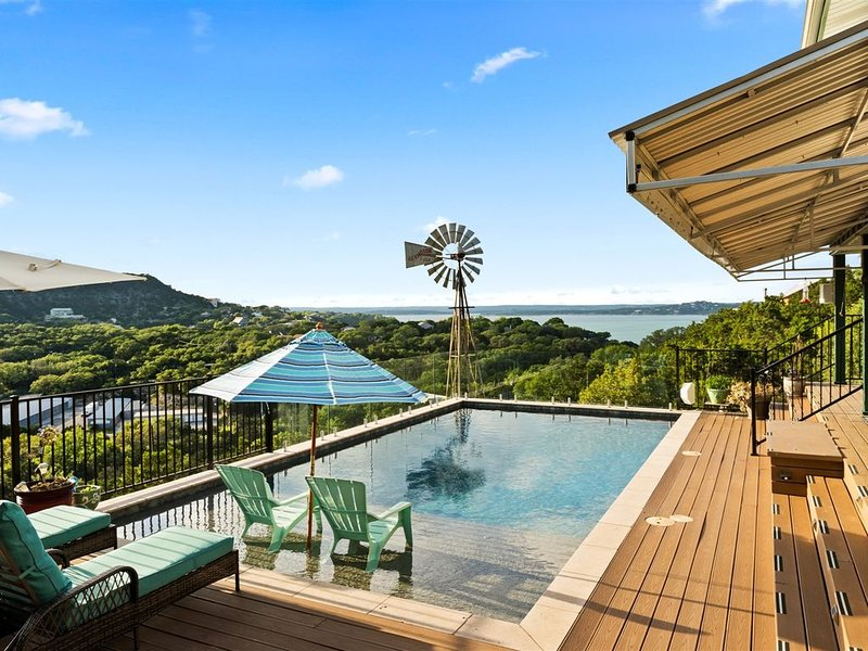 HEATED POOL! Lakeside Luxury and Hill Country Paradise, location de vacances à Canyon Lake