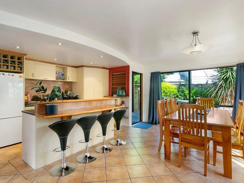 Fits all the family & 5 min walk to town centre, holiday rental in Taupo