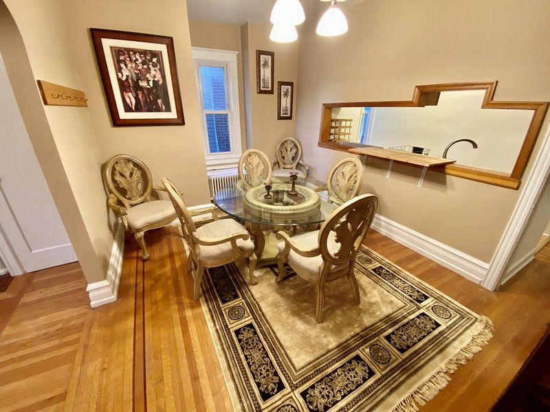 WONDERFUL 2BR APT IN WEST END & FREE PARKING - Enhanced Cleaning, holiday rental in New Tripoli