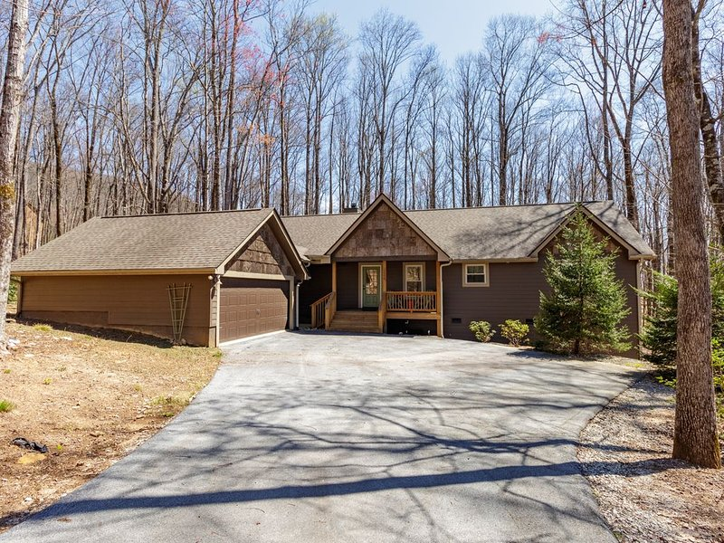 Fabulous NC mountain home with all desired amenities!, Ferienwohnung in Sapphire