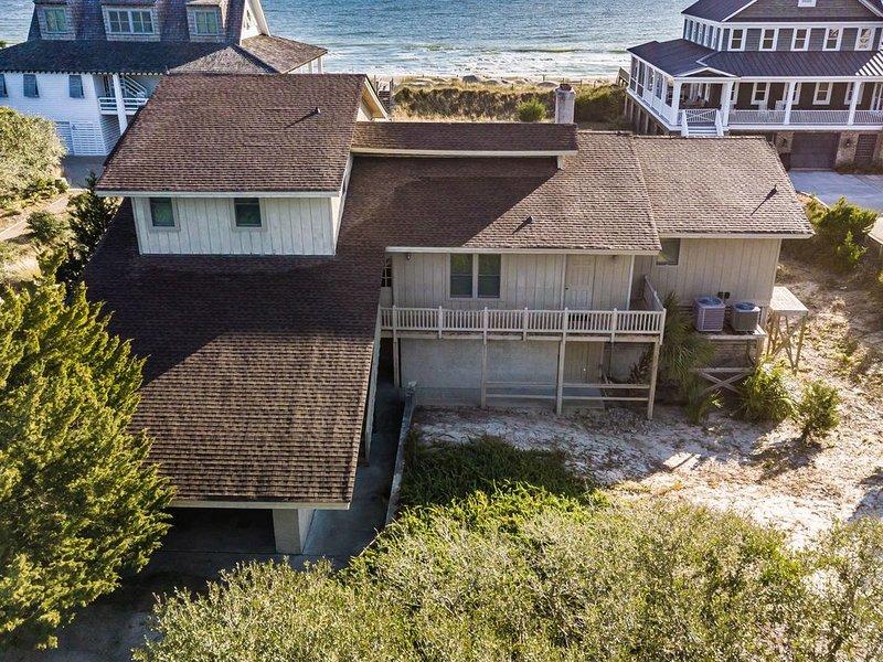 Quattlebaum, 6BR/4.5BA Oceanfront Beach House, holiday rental in Georgetown
