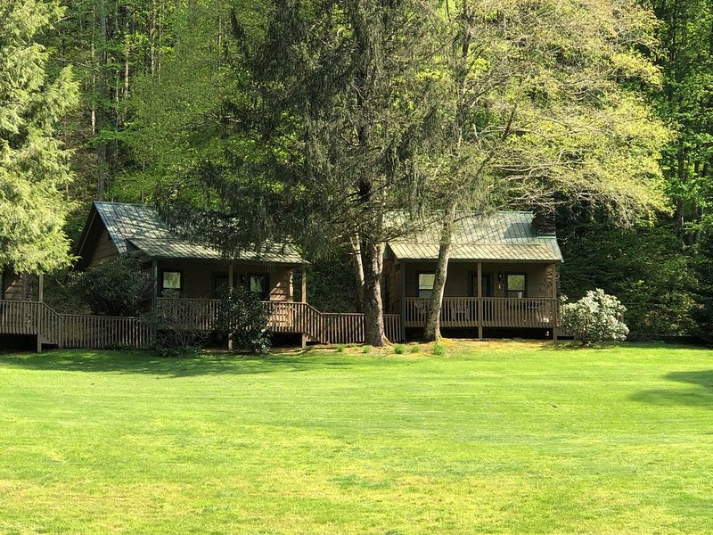 Cabin 1 bed,1 bath hillside with beautiful sunrises and sunsets overlooking lake, vacation rental in Rabun Gap