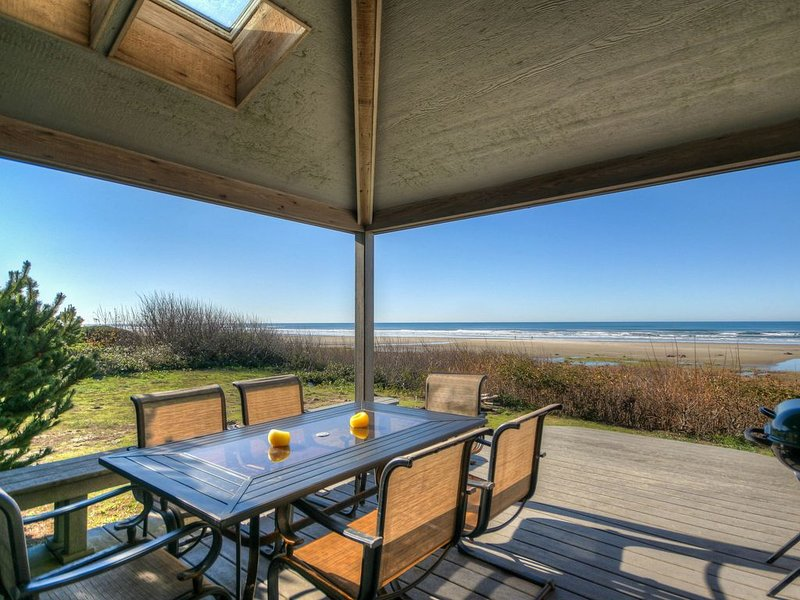 Beautiful Oceanfront Home with Beach access, Pet Friendly & Ping Pong Table! – semesterbostad i Waldport