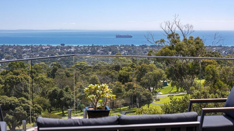 Amazing Views, Pool, Walks and memorable holidays, vacation rental in Arthurs Seat