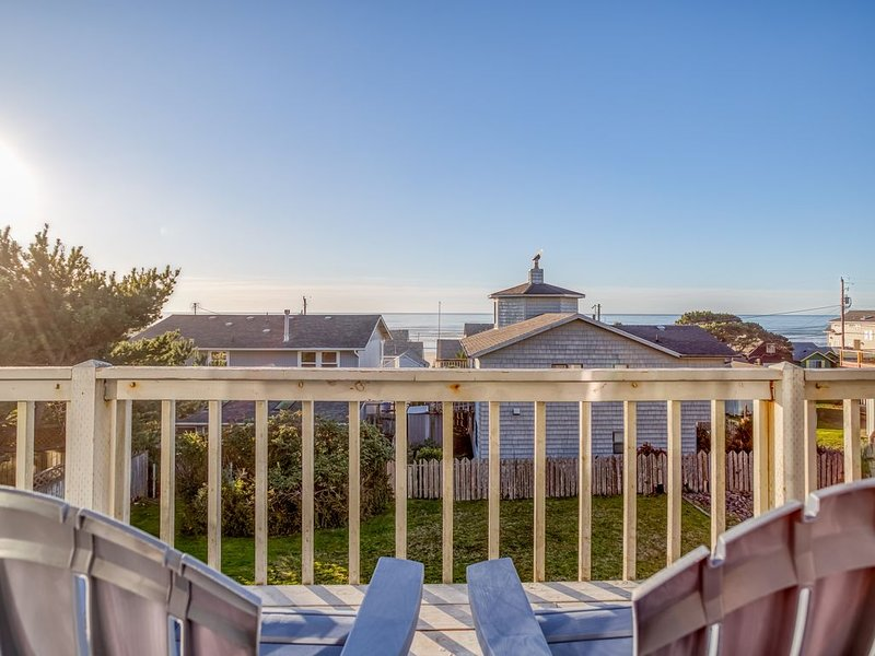 Spacious Great Room and Two King Bedrooms in this Roads End Ocean-View Home, vacation rental in Otis
