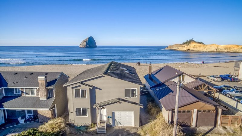 Outstanding Beachfront Views of Haystack Rock in Pacific City, Sleeps 12, vacation rental in Pacific City