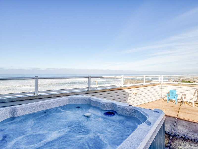 Beautiful OceanView Home with Hot Tub Just South of Lincoln City, holiday rental in Depoe Bay