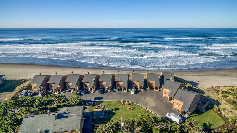 Updated Luxury with Private Oceanfront Deck!, holiday rental in Neskowin