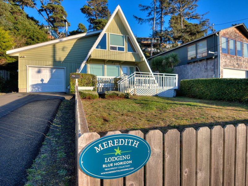 Sweet A-Frame Near Waldport Beach Has Ocean Views from Living Room and Loft!, vacation rental in Waldport