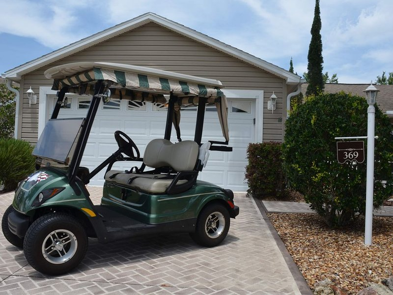 GOLF CART PRIVATE BACK YARD GREAT HOME AND LOCATION, holiday rental in Lady Lake