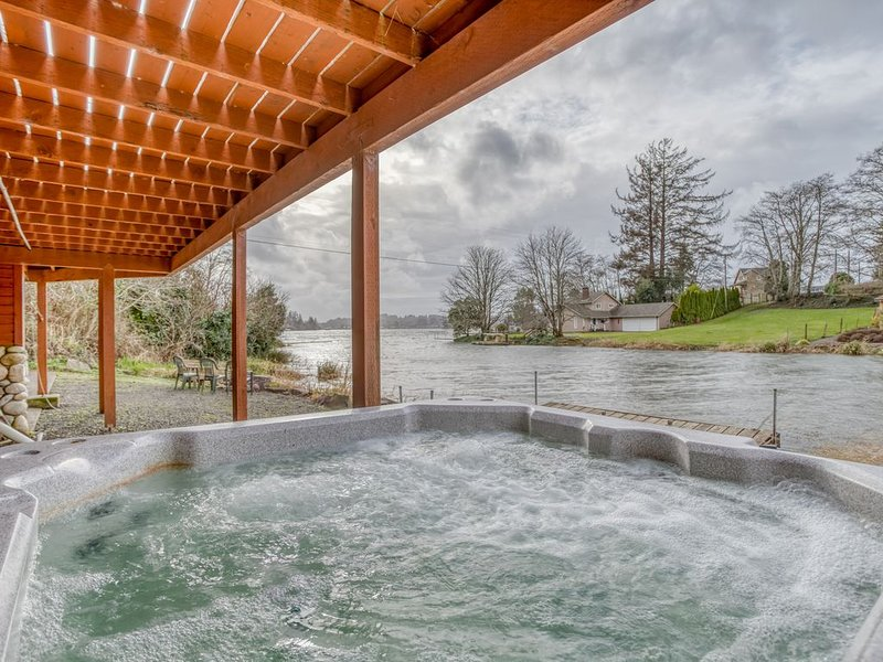 Gorgeous Lakefront Home with private lake view Hot Tub and adorable kitchen, vacation rental in Otis