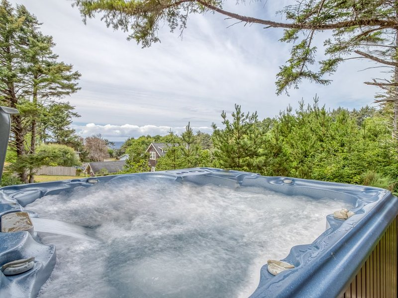 Cascade Cottage-Beautiful New Home in Belhaven w/ Hot Tub & Luxury Furnishings, holiday rental in Neotsu