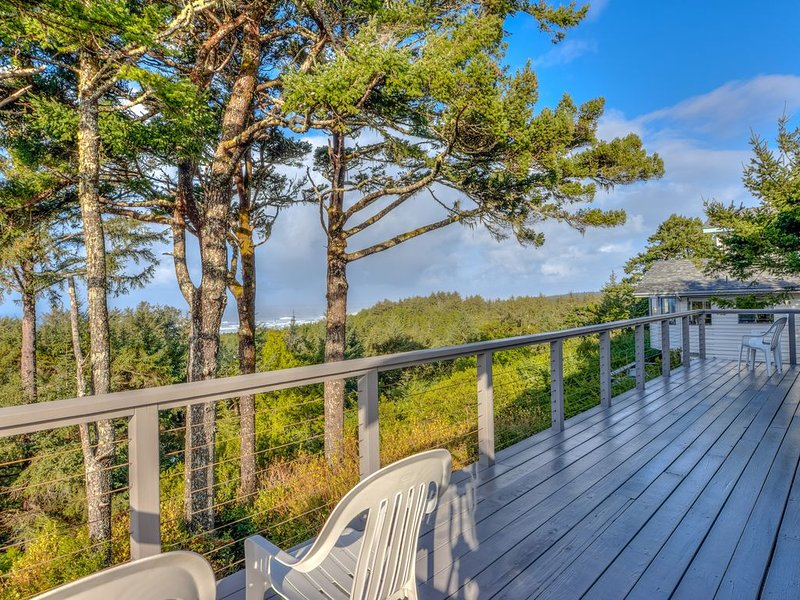Stupendous Views Over Forest to Sea, Hot Tub, and game room in This Family Home!, vacation rental in Waldport