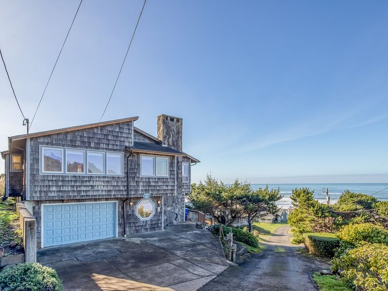 Roads End Ocean View Home with Hot Tub-Two Full Kitchens, vacation rental in Otis
